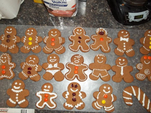 I used the Wilton Round Tips #2 and #5 to decorate my gingerbread men.