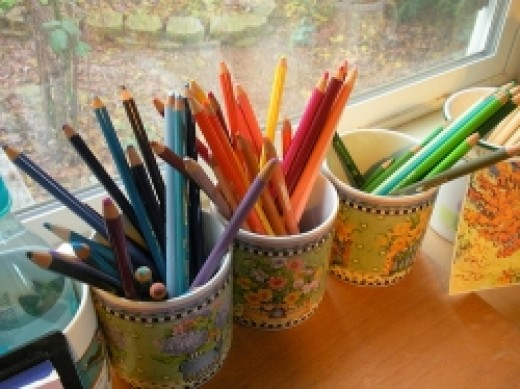 Colored pencils in cups by color