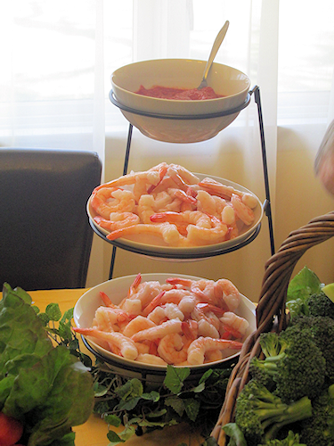Sometimes, you just need a bowl. I use this stand for chips, dips and even shrimp and cocktail sauce!