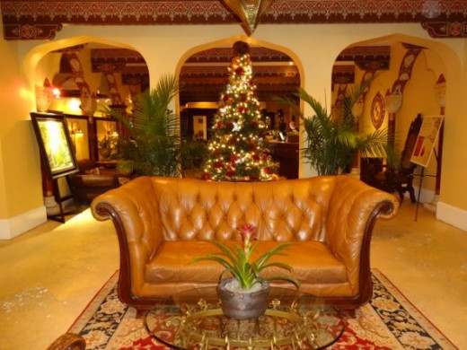Hotel lobby area - All was calm and bright this pre-Christmas night