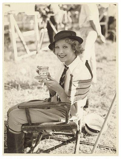 "Helen Twelvetrees during the making of ""Thoroughbred"", Sydney, 1936 Sam Hood, http://commons.wikimedia.org/wiki/File%3AHelenTwelvetrees.jpg"