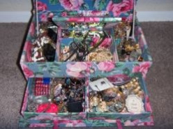 How to Unclutter Your Jewelry Box