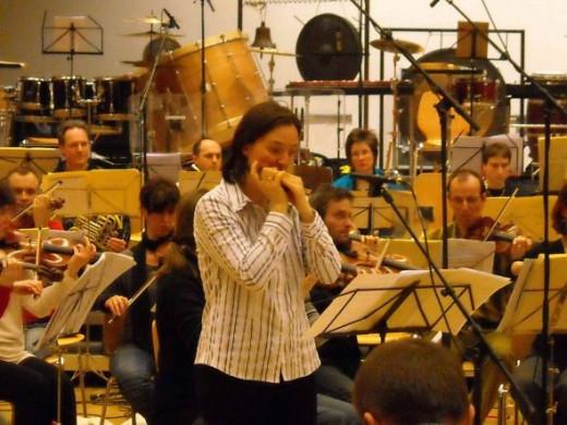 Maria Wolfsberger with Basel Sinfonietta in Heitor Villa-Lobos' Concert for Harmonica & Orchestra (1955)