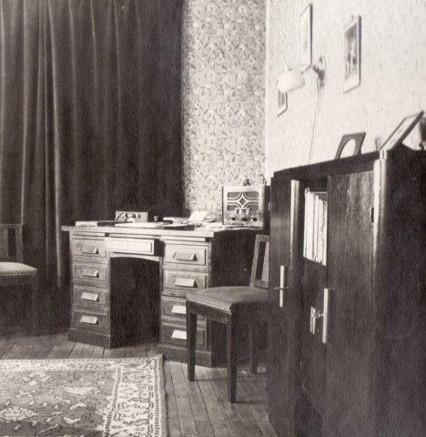 cabinet in Paris in 1936