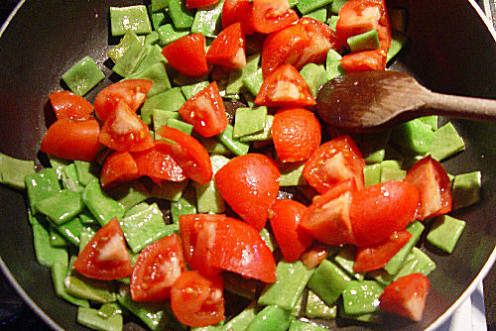 Step 5. Mix the Tomatoes with the Flat Beans