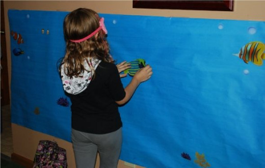 Pin the fish on the aquarium party game