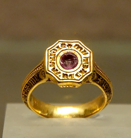 Signet-ring of the Black Prince (1330–1376). Gold (originally enameled) and ruby, late 14th century. Found in Montpensier (Auvergne, France), 1866.