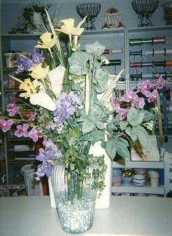 Unique Flowers - Clear Vase Arrangement
