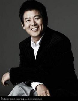 Director Ban Doo Hong