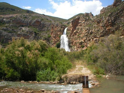 waterfall in spain close to b&b Los Gatos Valencia