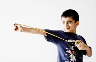 Kids love tape measures! © Abhisek Sarda