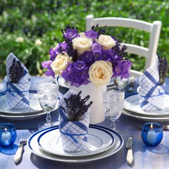 Elegant and Chic Table Setting Idea