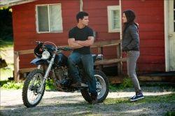 Jacob talks with Bella