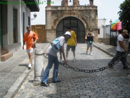 The entrance to Parque de Las Palomas
