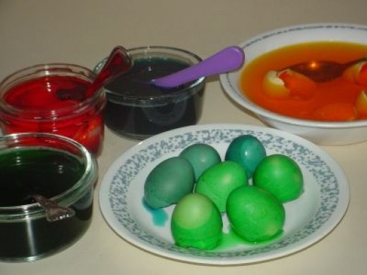 Egg Shells Dyed with Food Coloring for Crafts