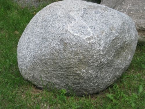This is not Bleasdell Boulder
