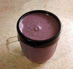 Blueberry and Greek Yogurt Smoothie