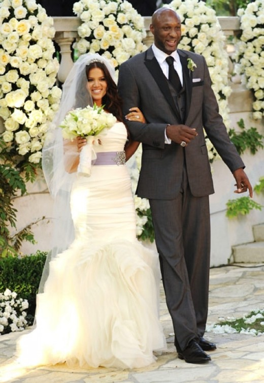 Khloe Kardashian married Lamar Omen in 2008 wearing a lovely Vera Wang gown. I do not really consider reality TV stars to be celebrities but she is curvy and I love her dress.