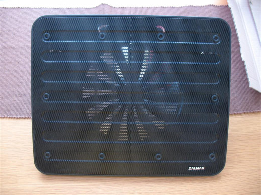 The top of the Zalman ZM-NC3 laptop cooler - the fan is huge.