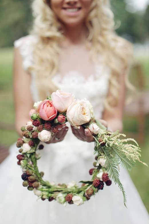 For an Autumn wedding just add berries and ferns Sonya Khegay.http://sonyakhegay.com/