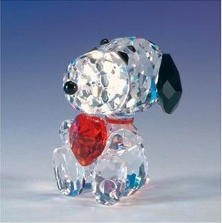 Crystal World Peanuts Snoopy's Big Heart Figurine