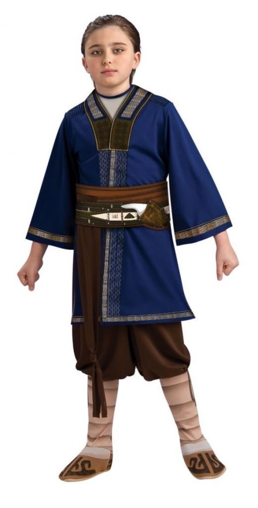 A standard Sokka costume, featuring bright blue tunic.