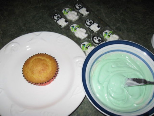 Once the cakes have baked and cooled, it's time to decorate :)