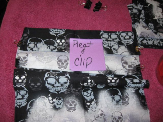 Pleat the bandanna. Use bulldog clips to secure the pleats in place.
