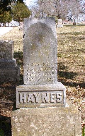 Tombstone of Earnest K. (or N.) HAYNES, son of A. F. & L. J. Haynes, born 5 January 1885; died 6 January 1895.
