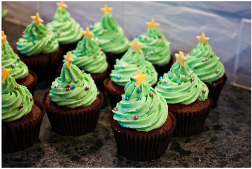 Spiced cupcakes topped with green-colored vanilla buttercream.
