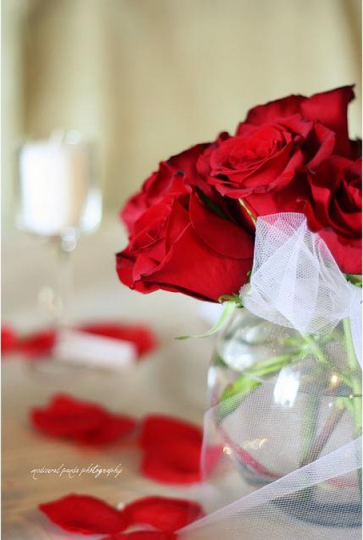 Red roses are a classic decoration or gift for Valentine's day - and as you can see, roses make a fab centrepiece too.