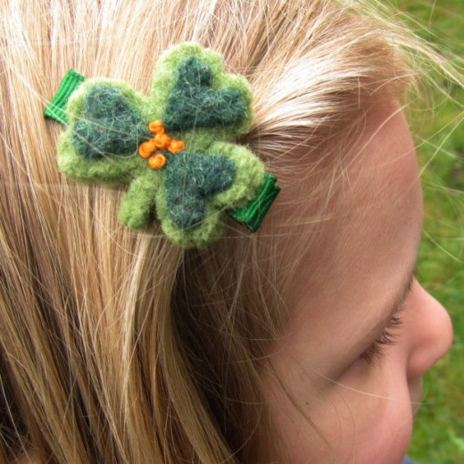 Good idea for recycling old wool sweaters into adorable hair clips.