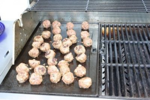 We used the grill plate on the barbeque, as clean up is easier (and we like to BBQ). Hubby managed the grill.