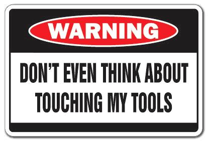 Funnt warning wall sign