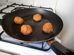 frying shrimp balls