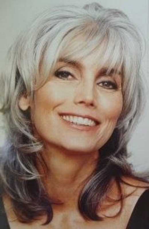 Photo of Emmylou Harris taken from magazine cover.