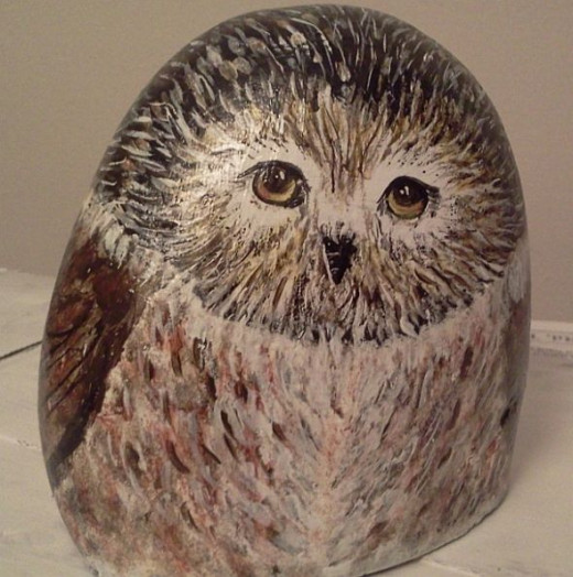 Inspiration and tips for painting owls on rocks and stones. The artwork on this board is the property of each individual artist. Please ask permission to use any artwork seen on this board unless it is a tutorial. | See more ideas about Barn owls, Owls and Knives.