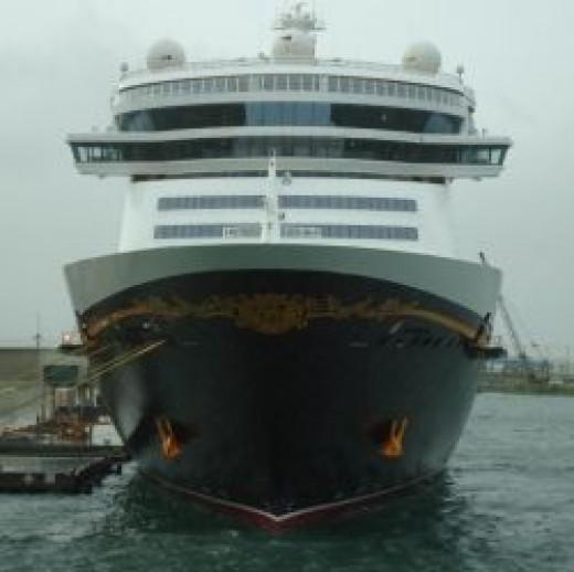 DCL-Cruise-Ship
