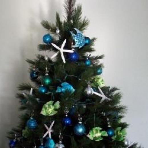 Christmas-ornaments-on-tree