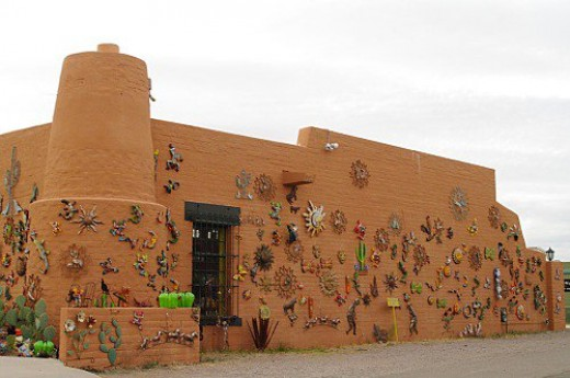 One of the little art shops in Tubac, covered with glitzy Mexican metal sculptures.