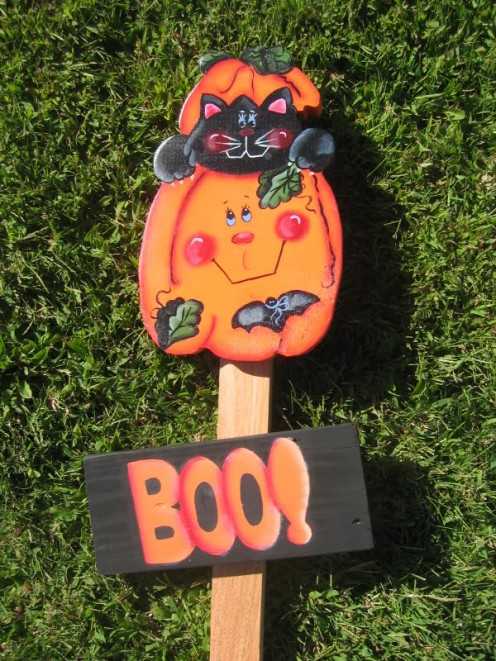 Not so scary Halloween sign featuring a cat and pumpkin.