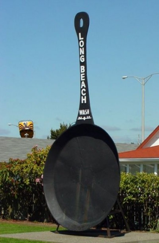 See the World's Largest Clam Frying Pan!