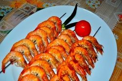 Shrimp cooked on skewers