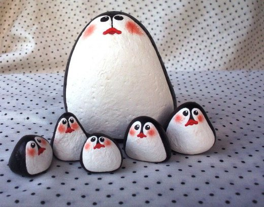 The penguin family pictured here is simple in design, all you need is some paint, some brushes, and the right sized rocks.