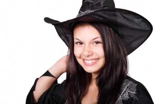 Smiling witch from Publicdomain.net