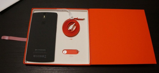 OnePlus One package is simple.