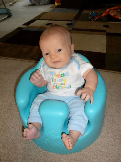 Bumbo Floor Seat and Play Tray Set