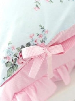 Lovely bows tie up the ends