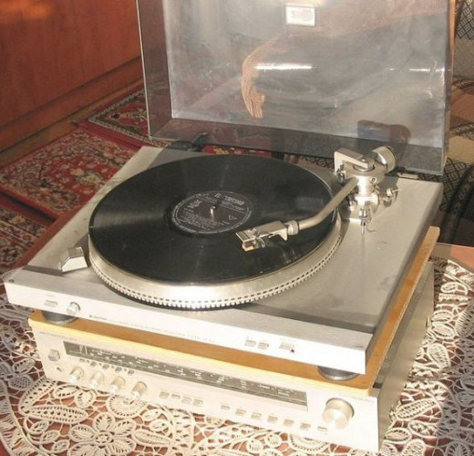 Phonograph photo shared on Wikimedia Commons by Paulnasca