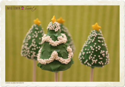 Midtownsweets.com is where I found these little Christmas tree cake pops.  Visit them to find out how to make them.